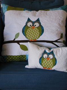 This is a reserved listing fot dsbell43  Only buy this if you are DSBELL43 2 Cute accent pillows as dicussed in emails....no zippers.  Approx 23 x 36 cm   60 x 65 cm  one teal and 1 green, owl on the white part. Owl to match previously purchased owl quilt!