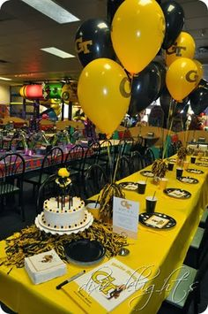 Chuck e cheese party Chucky Cheese Birthday Party, Chuck E Cheese Birthday, 1st Birthday Party Themes, Cheese Party, Birthday Party Decorations, Birthday Ideas, Trampoline Party, Transformers Birthday Parties, Transformer Birthday