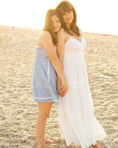 Mother Daughter Pictures, Mother Daughters, Mothers, Mom Daughter Photography, Family Beach Pictures, Family Photos, Beach Photos, Family Portrait Poses, Family Posing