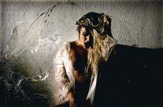 Natalia Casassola mostrou demais em sua última foto no Instagram! No clique feito pelo fotógrafo Angelo Pastorello, a ex-BBB aparece com os seios de fora e um pose bem sensual. Os seguidores da loira adoraram a foto ousada.A ex-BBB, no entanto, não é a única a mostrar demais na internet! Confira, nas próximas fotos, famosas que postaram fotos nuas nas redes sociais
