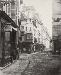 On Paris en Images, discover over photos of the City of Paris collections (photographic collections from Roger-Viollet, City museums and public libraries). Paris City, Paris Street, Street View, Architecture Mapping, Architecture Old, Old Paris, Vintage Paris, Old Photography, Street Photography