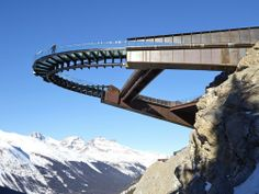 lav-architecture: via Archilovers The Glacier Skywalk is a long interpretive walk carved and folded into the mountainous landscape of Jasper National Park in the Canadian Rockies. Cantilever Architecture, Architecture Cool, Landscape Architecture, Landscape Design, Architecture Awards, Architecture Journal, Parque Linear, Pedestrian Bridge, Canadian Rockies