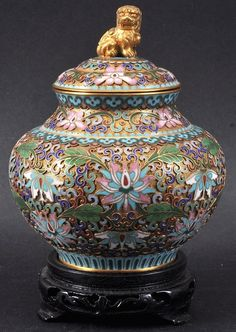 AN EARLY 20TH CENTURY CHINESE CLOISONNE ENAMEL GINGER JAR AND COVER