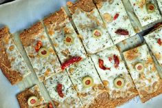 Chrumkavé, tenké pečivo z quinoi ktorým môžete jednoducho nahradiť raňajkové… Quinoa, Smoothie, Pizza, Clean Eating, Cake, Breads, Fitness, Basket, Bread Rolls