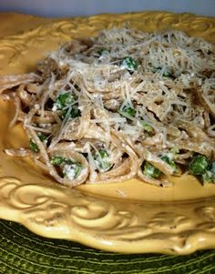 Alfredo flavors, lightened up: Parmesan Linguini with Peas! Yum.