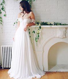 """Simplicity is the ultimate sophistication"" Adore this dress by @tatyanamerenyuk | florals @bowandarrowsflowers | photo @kaylabarkerphoto #bridal #wedding #bohobride #weddingdress #boda #theweddinginspirations #bridetobe #engaged by the_wedding_inspirations"