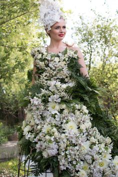 RHS Chelsea Flower Show 2016 | Floral Dress by Larry Walshe for the M&G Show Garden | Flowerona