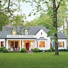 90 Modern American Farmhouse Exterior Landscaping Design - Decorating Ideas - Home Decor Ideas and Tips Style At Home, Country Style Homes, Cottage Style, Colonial Cottage, Southern Ranch Style Homes, Dutch Colonial Homes, Colonial Exterior, Ranch Exterior, Craftsman Cottage