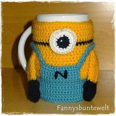 Fannysbuntewelt: Minion free pattern translator needed Crochet Cozy, Crochet Hooks, Free Crochet, Star Wars Origami, Minions Bob, Knitting Patterns, Crochet Patterns, Minion Crochet, Mug Cozy