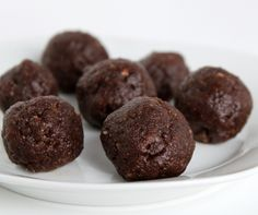 Craving Chocolate? Make these in 5 mins and cure your craving kinda guilt free! I just did! Chocolate Date Balls