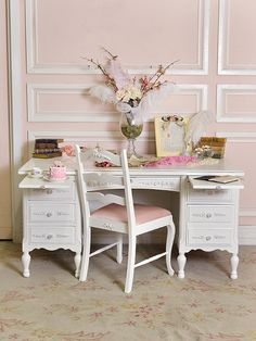 I love the desk, the pink wall with white trimming & the carpet! Love it all.