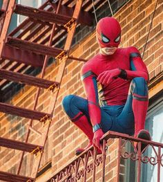 Spiderman Photo and Video Collection - Animax Marvel Best Marvel Characters, Marvel Actors, Marvel Movies, Marvel Avengers, Spaider Man, Tom Holland Peter Parker, Best Superhero, Amazing Spiderman, Photos Of Spiderman