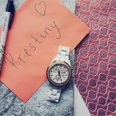 Say Hi to our white and rose gold watch Frida. An amazing fashion accessory