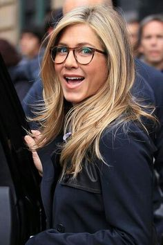 Jennifer Aniston definitely rocks the big, round eyeglasses trend.