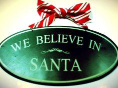 image modifié avec l'app. Repix Christmas Bulbs, Santa, Holiday Decor, Home Decor, Interior Design, Home Interior Design, Home Decoration, Decoration Home, Interior Decorating
