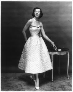 Short evening dress with empire bodice and the built-out skirt of 1951. <3