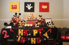 cuadros con las siluetas de Mickey para decorar