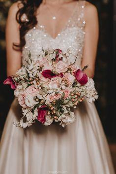 Por Odeon Decorações. Bridesmaid Dresses, Wedding Dresses, Fashion, Bouquet Wedding, Engagement, Vestidos, Bridesmade Dresses, Bride Dresses, Moda