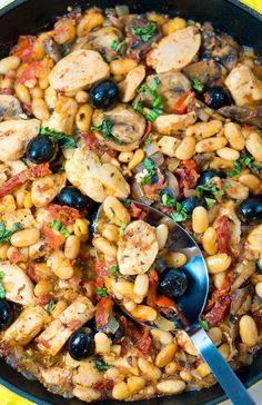 Easy, healthy, less clean up!One Skillet Tuscan Chicken Dinner Food Dishes, Main Dishes, Tuscan Chicken, Garlic Chicken, Skillet Chicken, Chicken Olives, Baked Chicken, Cooking Recipes, Healthy Recipes