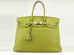 Sac Hermès Birkin 35 en occasion. Prix : 8249 €. En cuir togo couleur vert et garniture en métal palladium