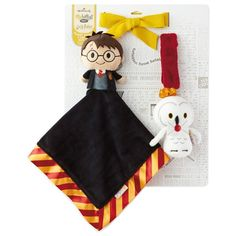 Make your little one a Harry Potter fan with these baby toys. Lovey features Harry Potter itty bittys plush with Gryffindor blanket. Stroller accessory features Hedwig the owl. Hedwig Harry Potter, Harry Potter Nursery, Harry Potter Gifts, Baby Gift Sets, New Baby Gifts, Toddler Toys, Baby Toys, Lovey Blanket, Baby Accessories