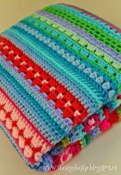Ben alweer een stuk verder dan de vorige keer. De strependeken is leuk om aan te werken. Lees meer op www.tbezigebijtje.blogspot.nl