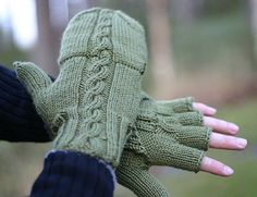 The English version is available also now! Please let me know of the errors, since English isn't my strongest language. Mittens Pattern, Knit Mittens, Mitten Gloves, Knitted Hats, Baby Knitting Patterns, Loom Knitting, Hand Knitting, Knit Crochet, Crochet Hats