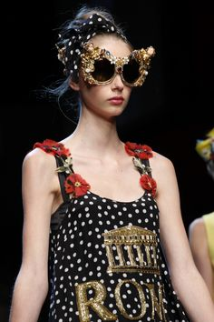 Dolce & Gabbana Spring 2016 Ready-to-Wear Collection Photos - Vogue >> those sunglasses Fashion Week, Runway Fashion, Fashion Show, Womens Fashion, Fashion Trends, Milan Fashion, Fashion Bags, Dolce & Gabbana, Cute Summer Dresses