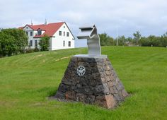 A group of horsemen in Iceland has built a monument at Hvanneyri in Iceland with the support of FEIF to honor the memory of Gunnar Bjarnason, (1915-1998). Gunnar was one of the most important persons in the history of the Icelandic horse in the 20th century.
