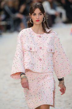 Printemps/été Paris, Womenswear -Chanel, Printemps/été Paris, Womenswear - Chanel, Шитье и крой Chanel Fashion, Pink Fashion, Hijab Fashion, Runway Fashion, Fashion Dresses, Womens Fashion, Fashion Tips, Paris Fashion, Winter Fashion