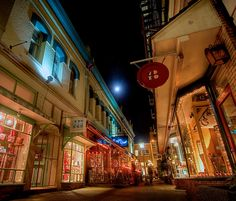 """Movie Locations. The famous Trounce Alley, Victoria BC was one of the locations used in the 1990 movie """"Bird on a Wire"""" starring Mel Gibson and Goldie Hawn."""