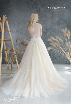 timeless elegant wedding dress
