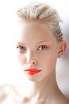 Face sculpting with makeup. Love the red-orange lips! *bellaMUMMA {life is beauty-full}: face-SHAPING with MAKE-UP Beauty Make Up, Hair Beauty, Beauty Full, Tanya Dziahileva, Orange Lipstick, Orange Makeup, Bold Lips, Bright Lips, Hair