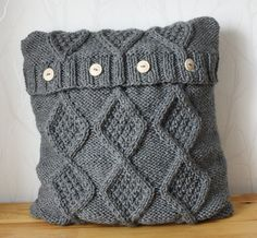 Cable knit pillow cover. Cable hand knitted pillow by CreamKnit