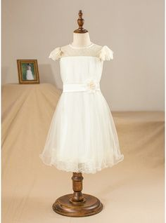 A-Line/Princess Knee-length Flower Girl Dress - Tulle/Charmeuse/Lace Short Sleeves Scoop Neck With Flower(s)