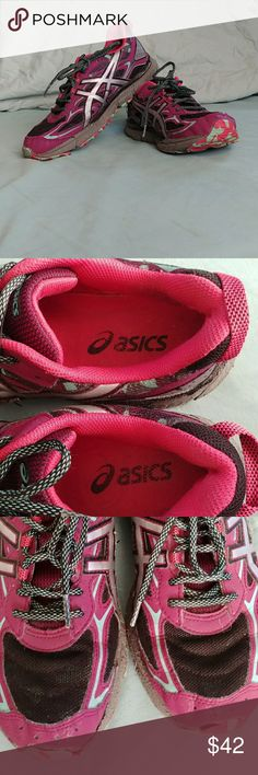 Asics Gel Scram 3 Womens size 9.5 Gel Scram 3, breathable mesh constructed trail running shoe. Black, gray and pink featuring camo print detail and strategically supportive structures and round toe with bumper. Mesh detail. No Damage other than normal wear. sell as is. Feel free to ask any questions. Thank You for shopping my closet❤❤❤ Asics Shoes