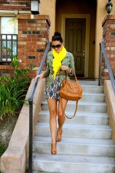 I think this is a great example of how a scarf can really add to the an outfit #yellow #scarf #colorpop