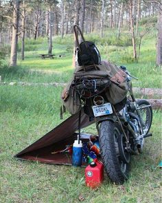 Motorrad Camping - Today's service will be outside, on a motorcycle - Motorcycle Tent, Moto Bike, Motorcycle Outfit, Women Motorcycle, Auto Camping, Side Car, Old School Chopper, Harley Davidson Bikes, Custom Motorcycles