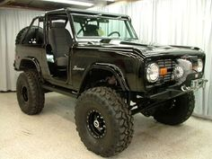 Black bronco.. I'd kill to have this