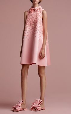 Get inspired and discover Viktor & Rolf Soir trunkshow! Shop the latest Viktor & Rolf Soir collection at Moda Operandi. Beautiful Dresses, Nice Dresses, Viktor Rolf, Elegantes Outfit, I Dress, Cool Outfits, Kids Outfits, Spring Fashion, Marie