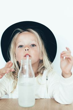 Discover the new ZARA collection online. The latest trends for Woman, Man, Kids and next season's ad campaigns. Cute Kids, Cute Babies, Baby Kids, Fashion Kids, Kind Photo, Bb Beauty, Look Girl, Kid Styles, Belle Photo