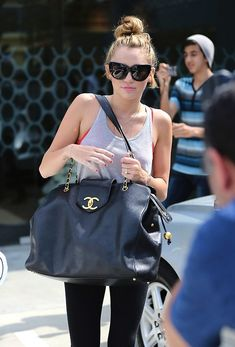 miley, now thats a chanel bag!