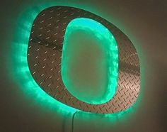 "oregon ducks ""O"" diamond plate lighted sign decoration. must have for my TV/ducks room!"