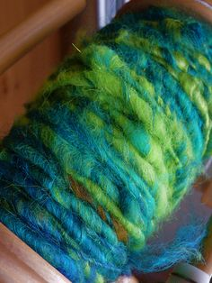 coreless core spinning with link to how-to video. sometimes you just need to make weird yarn.  it's nice when it's pretty too. #spinning #yarn