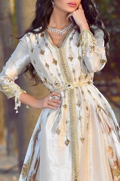 Morrocan Dress, Moroccan Caftan, Arab Fashion, Muslim Fashion, Modesty Fashion, Ski Fashion, Pretty Dresses, Beautiful Dresses, Caftan Gallery