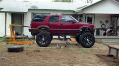 Lifted blazer!! HELL YEAH THATS WHAT IM TALKIN BOUT!!!