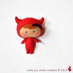 Baby MTTD Dev made using a Gingermelon pattern Halloween Ornaments, Felt Ornaments, Felt Puppets, Felt Crafts Patterns, Felt Dolls, Felt Art, Needle Felting, Holiday Crafts, Wool Felt