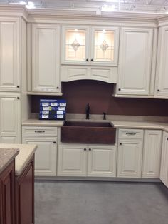 Charmant Shenandoah Cabinets On Display At Local Lowes!