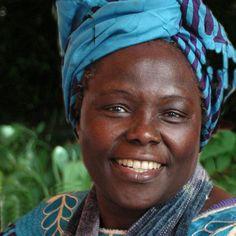 Wangari Muta Maathai (Kenia, 1940).  Esta multifacética bióloga y doctora en medicina veterinaria, recibió el Premio Nobel de la paz en el 2004, gracias a sus contribuciones en el desarrollo sostenible, la defensa de la democracia y la paz, así como también a la toma de conciencia sobre la opresión política, sumado a su aliento para mejorar la situación de las mujeres.    Miembro electo del Parlamento de Kenia, Ministra de Medio Ambiente y Recursos Naturales dentro del gobierno de Mwai…