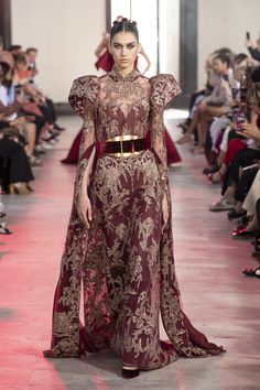 Elie Saab at Couture Fall 2019 - Runway Photos Haute Couture Paris, Elie Saab Couture, Online Fashion Magazines, Elie Saab Fall, Gowns Of Elegance, Elegant Gowns, Ready To Wear, Vogue, Fashion Outfits